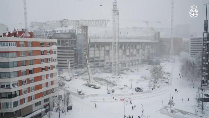 El Santiago Bernabéu nevado, en timelapse