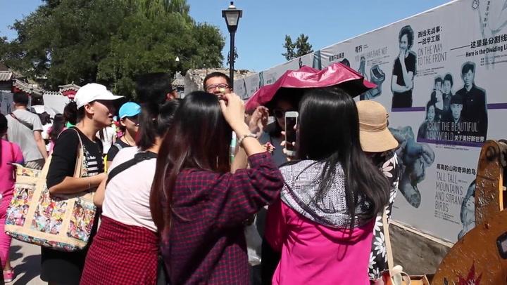 Haarspeldjes met bloemen populair in China