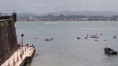 Exigen la renuncia del gobernador de Puerto Rico con una protesta acuática
