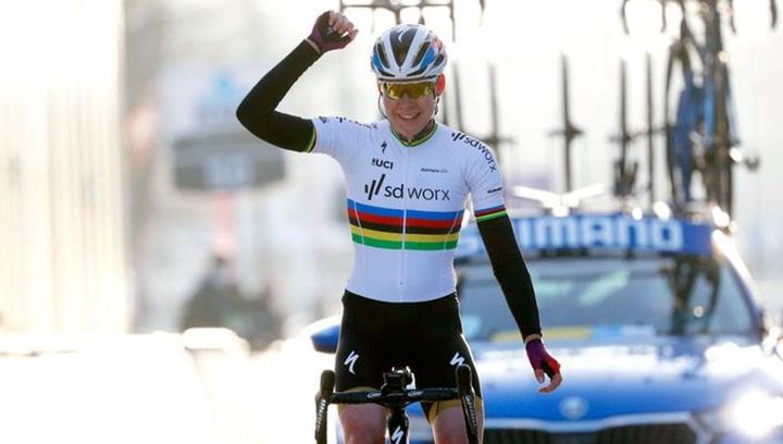 La campeona del mundo Van der Breggen no perdona en la Omloop femenina
