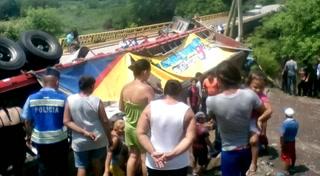 Camión repartidor de la cervecería hondureña se accidentó en Pespire
