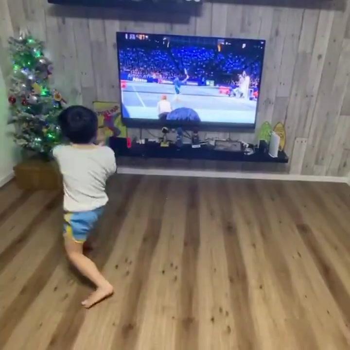 Este pequeño tenista está causando furor en Twitter