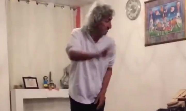 """""""Mágico"""" González lleva el reto del rollo de papel higiénico a otro nivel"""