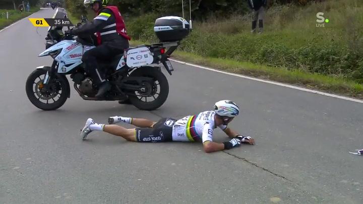 Caída de Alaphilippe en el Tour de Flandes