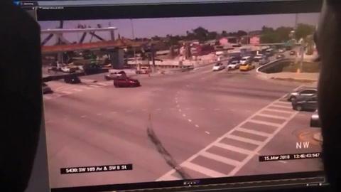 Escalofriante momento en que colapsa el puente de Miami