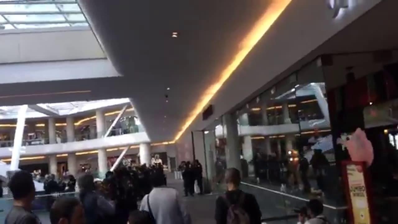 #VIDEO Viven momento de terror en Centro Comercial