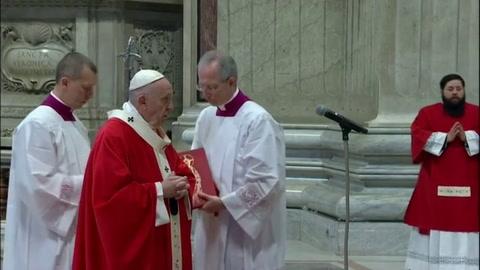 El papa celebra la misa de Domingo de Ramos sin fieles