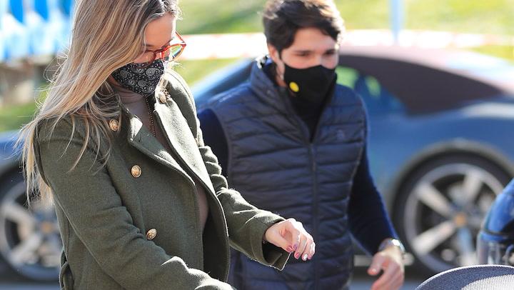 ¡De paseo por su cumplemés! María Pombo se lleva a Martín a la calle por primera vez