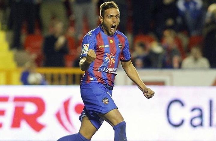Así es Roger Martí, jugador del Levante