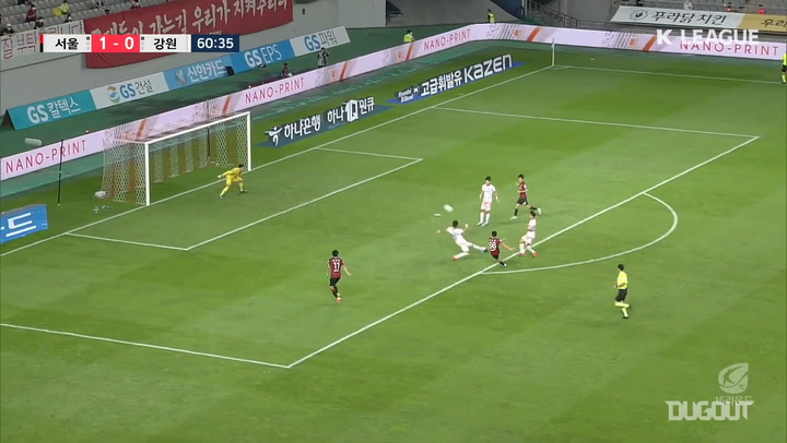 Han Seung-gyu curler for FC Seoul against Gangwon