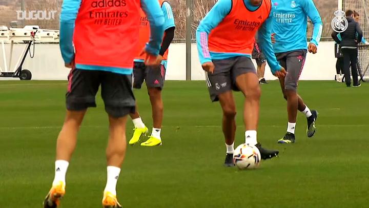 Zinedine Zidane returns to training