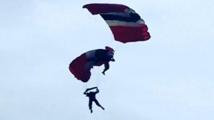 Fallskjermhoppere i dramatisk redningsaksjon
