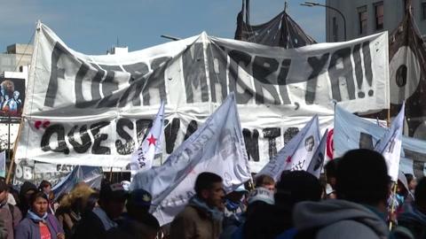 Miles marchan en Buenos Aires contra el gobierno de Macri