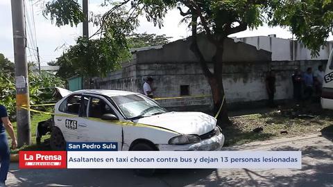 Asaltantes en taxi chocan contra bus en San Pedro Sula y dejan 13 personas lesionadas