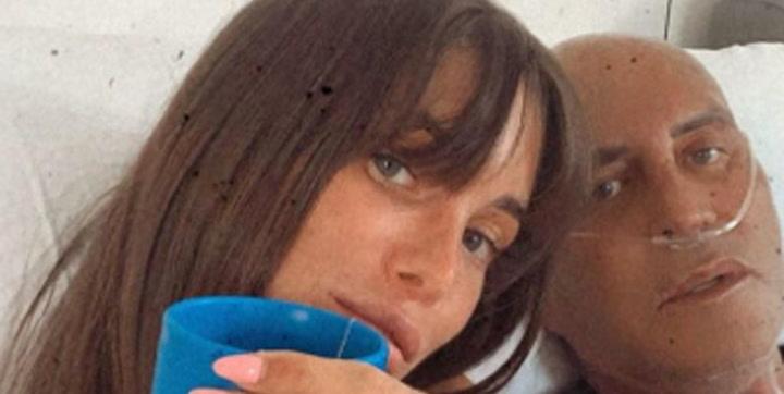 Marta López besa a Kiko Matamoros, ingresado en el Hospital