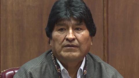 Evo Morales deja México y realiza