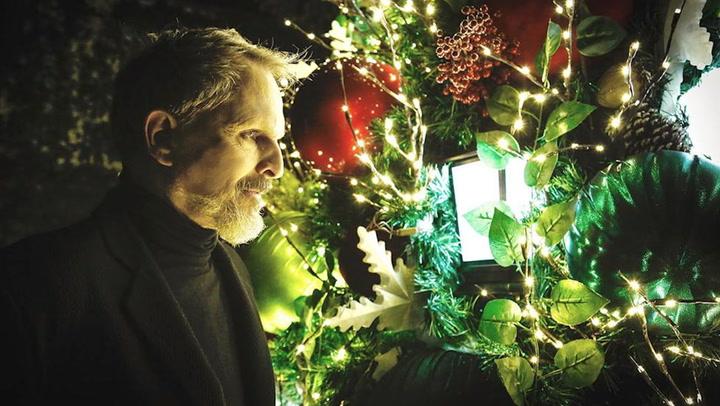De cuento de hadas: el increíble jardín de Navidad que Miguel Bosé ha instalado en su casa de México