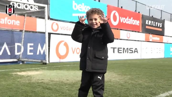Kevin Boateng cùng con luyện tập ở Besiktas