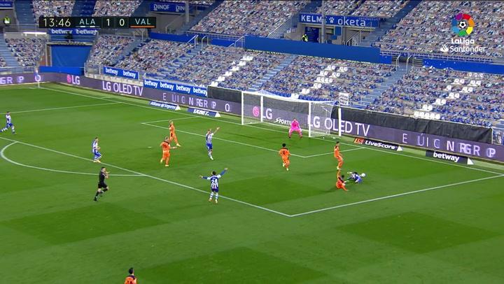 Gol de Lucas Pérez (p.) (2-0) en el Alavés 2-2 Valencia