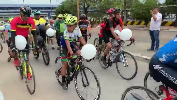 Caravana de bicis en homenaje a la fallecida promesa colombiana del ciclismo, Danna Valentina