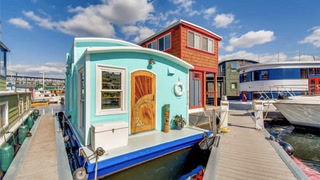 Float Away on This Adorable Tiny Houseboat in Seattle