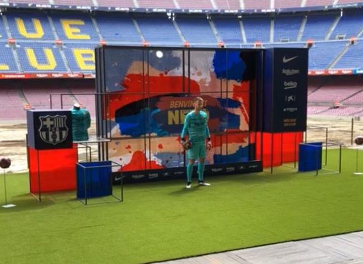 La presentación de Neto con el FC Barcelona, desde dentro