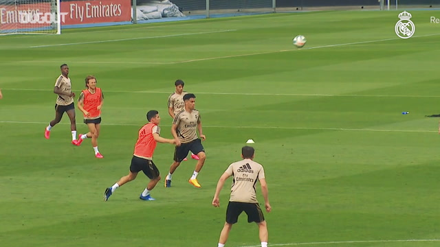 Real Madrid practice ball retention in training