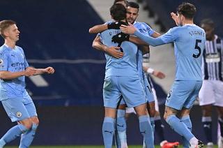 Manchester City golea al West Bromwich y son líderes provisionales de la Premier League