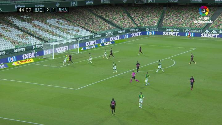 Benzema tuvo esta ocasión en el minuto 45