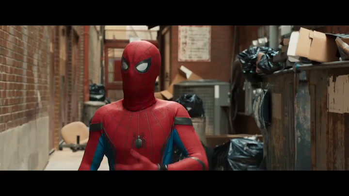 Featurette ('Stark Industries Spidey Suit')