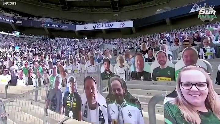 El Borussia Park, estadio del Mönchengladbach, ha cubierto las gradas con fotos de sus aficionados
