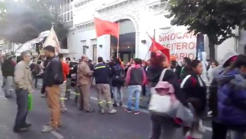 Asamblea y marcha de trabajadores por los despidos en Cargill
