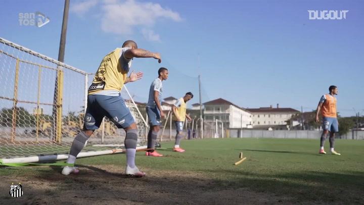 Santos treina para estreia no Campeonato Brasileiro