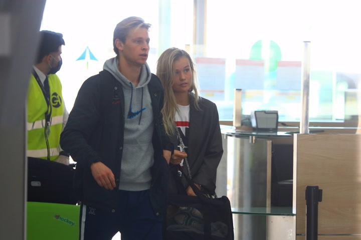 De Jong regresa a Barcelona junto a su esposa