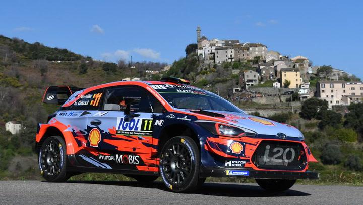 Thierry Neuville celebra la victoria en el Rally de Córcega