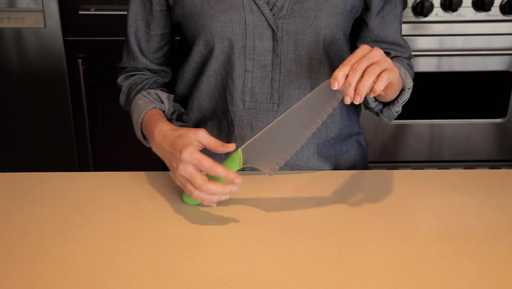 Preview image of OXO Lettuce Knife video
