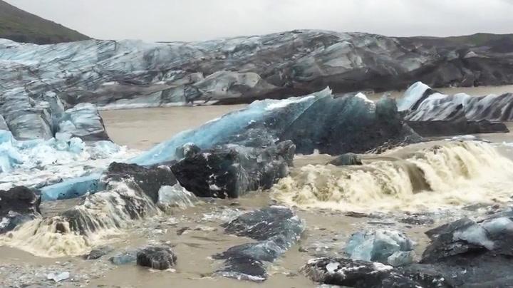 Isfjellene løsner rett foran øynene deres