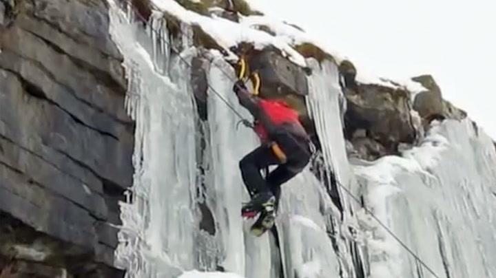 Klatrere var døden nær da isveggen ga etter