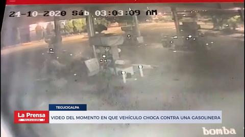 Video del momento en que vehículo choca contra una gasolinera
