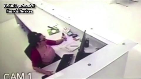 Una mujer se daña el rostro con un aspersor roto para reclamar una indemnizaciónFlorida Woman Faked Her Own Workplace Injury[1]