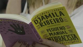 ¿Cómo ser antirracista? Filósofa brasileña crea