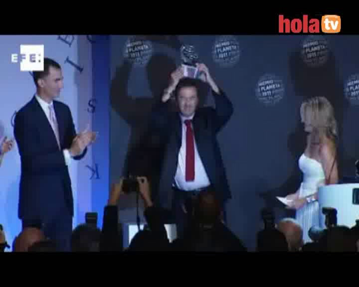 Los príncipes de Asturias entregan el premio Planeta a Javier Moro