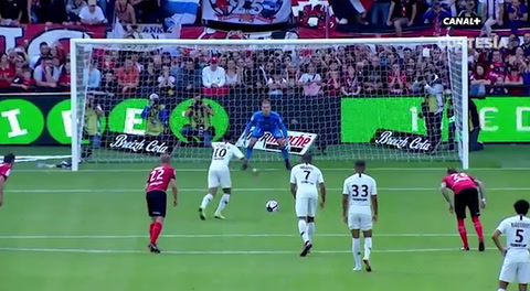 Mbappé y Neymar dan victoria al PSG contra el Guingamp en la Liga francesa