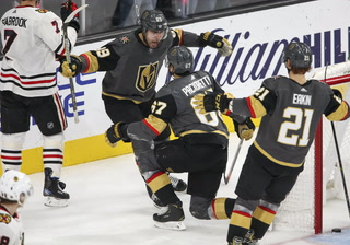 Golden Knights rally to beat Chicago, 4-3