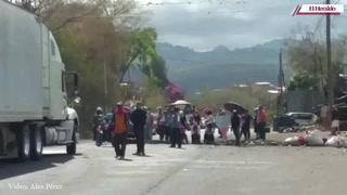 Moradores del Sector 8, salida hacia Olancho, piden ayuda a conductores