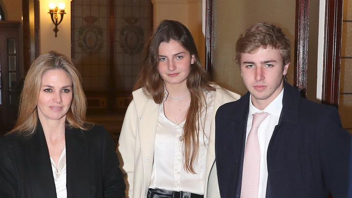 La celebración familiar de Genoveva Casanova con Cayetano Martínez de Irujo y sus hijos