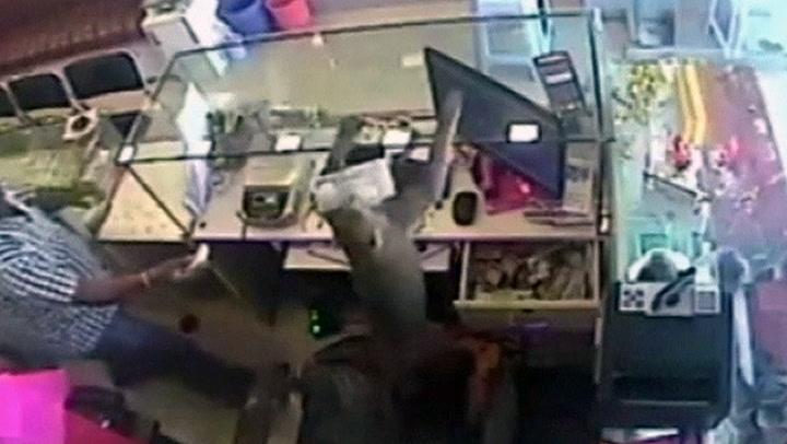 Frekk ape stjal penger fra gullsmed