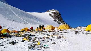 Søpla flyter på verdens høyeste fjell