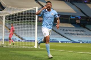 Gabriel Jesus aprovecha otro error de Varane y tiene ganando al Manchester City