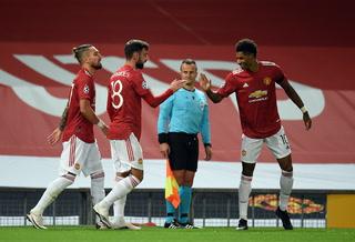 A un toque y de volea: Golazo de Bruno Fernandes con el Manchester United
